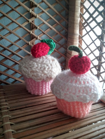 Dolcetti cupcake segnaposto o bomboniere fatti all'uncinetto con tecnica amigurumi