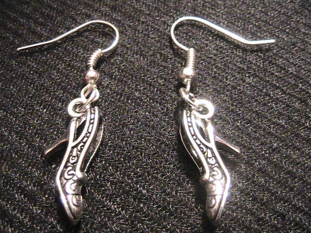 Orecchini con scarpette in argento tibetano