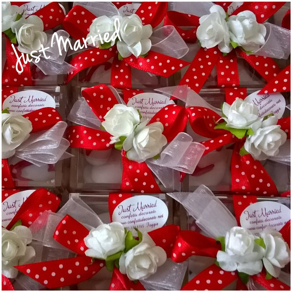 confettata cresima, confetti decorati, scatola plexiglass nei toni rosso e bianco