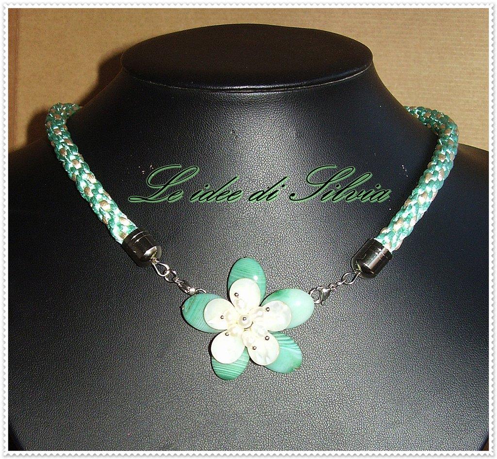 Collana con seta e agata striata verde