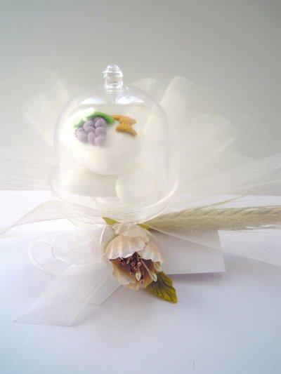 alzatina trasparente con confettone decorato prima comunione