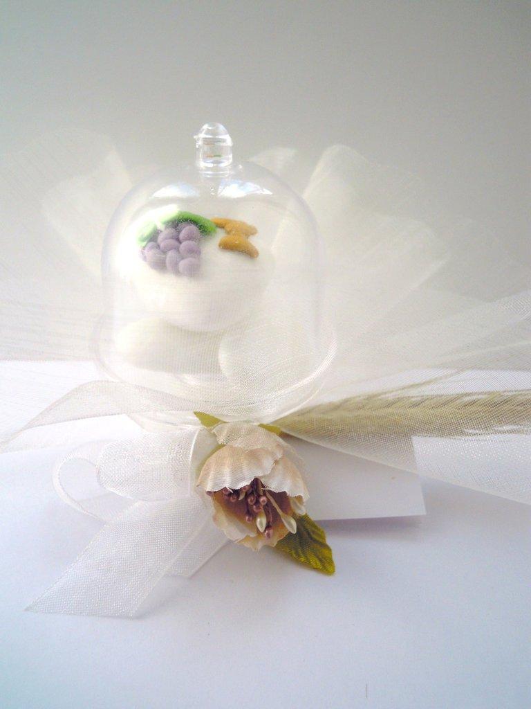 Alzatina trasparente con confettone decorato prima - Abbellito con decorazioni ...
