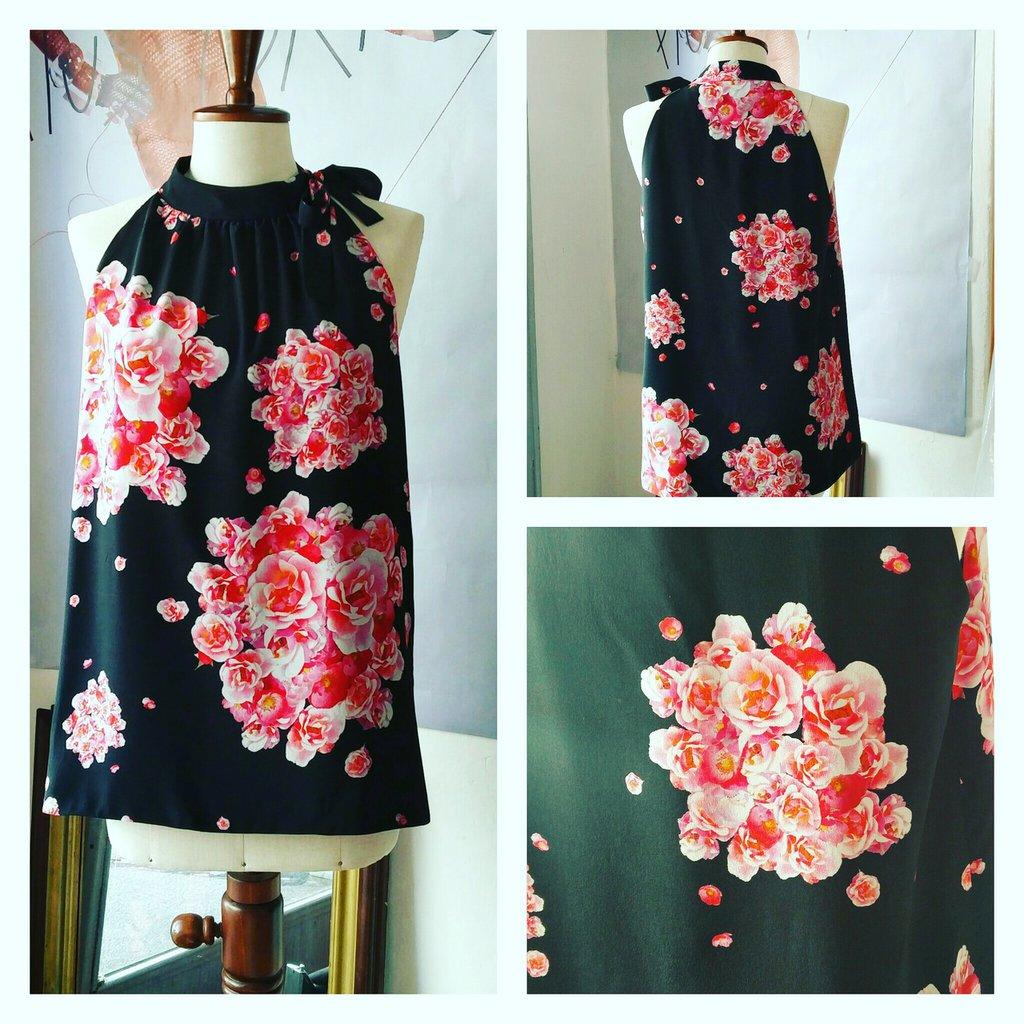 Top all'americana con collo alto in seta floreale di Dolce & Gabbana