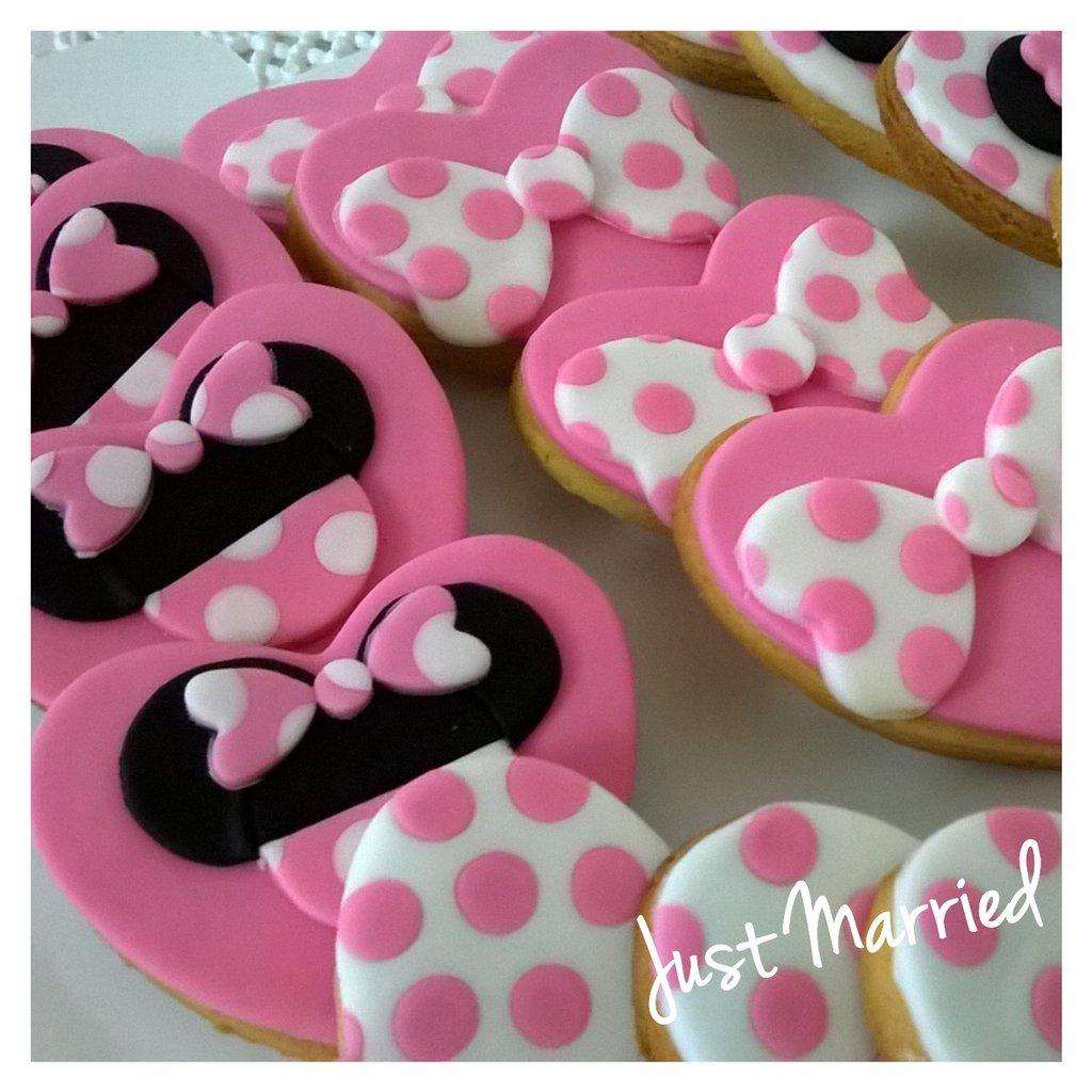 biscotti decorati tema minnie con cuori