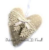 Cuore Shabby chic - idea regalo, stoffa pois beige, feltro, chiave, merletto