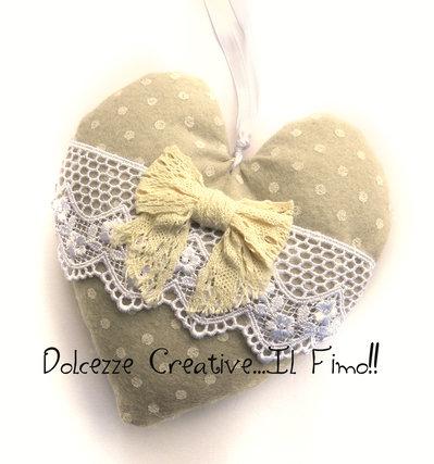 Cuore Shabby chic - idea regalo, stoffa pois beige, feltro, fiocco, merletto