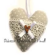 Cuore Shabby chic - idea regalo, stoffa pois beige, feltro, bottone cuore, merletto