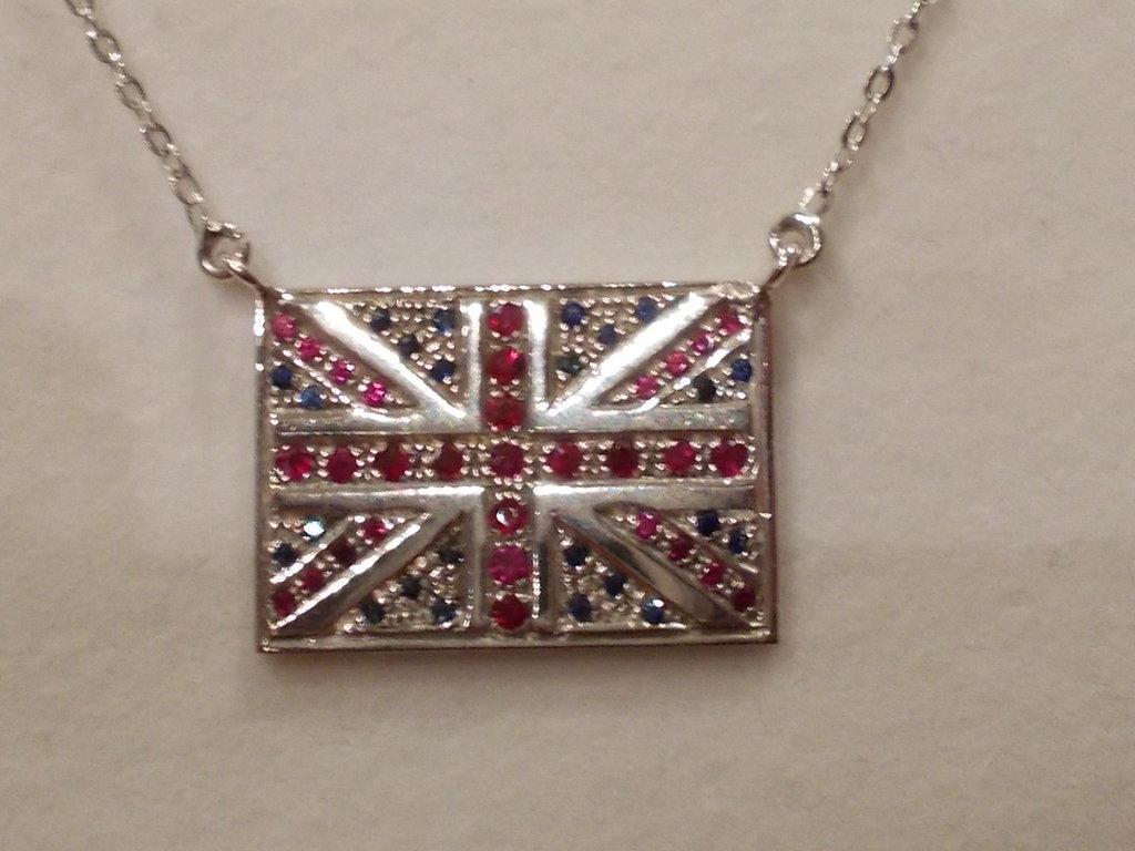 Ciondolo e catenina bandiera Inghilterra in argento rubini naturali e zaffiri naturali