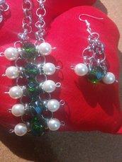 parure 2 pezzi con perle bianche e verdi fatta a mano