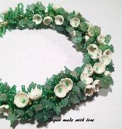 Collana verde con fiorellini