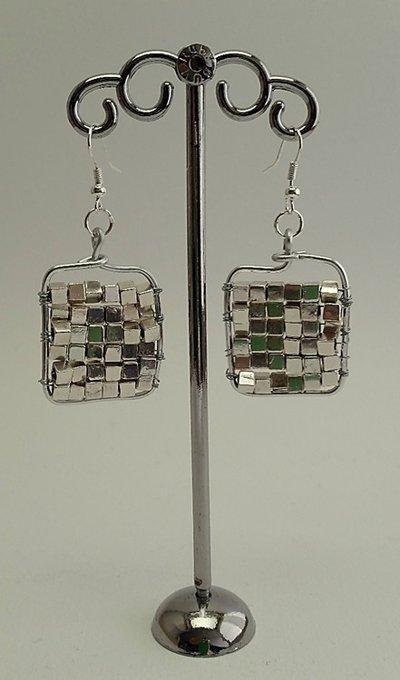 Orecchini metallo argentato e perle cubiche argento