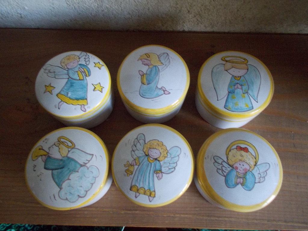 scatoline in ceramica