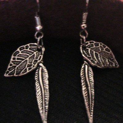 Orecchini con foglie in argento tibetano