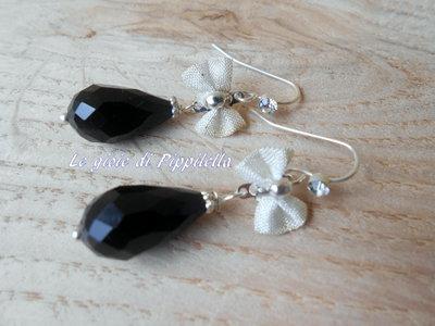 Orecchini pendenti con piccolo fiocco e goccia di cristallo nero, idea regalo.