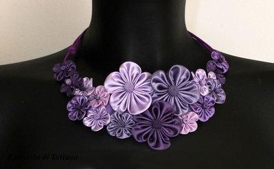 """Collana kanzashi fatta a mano """" Tanti fiori colore viola, rosa,lilla"""""""