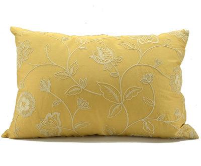 Cuscino di seta ricamata