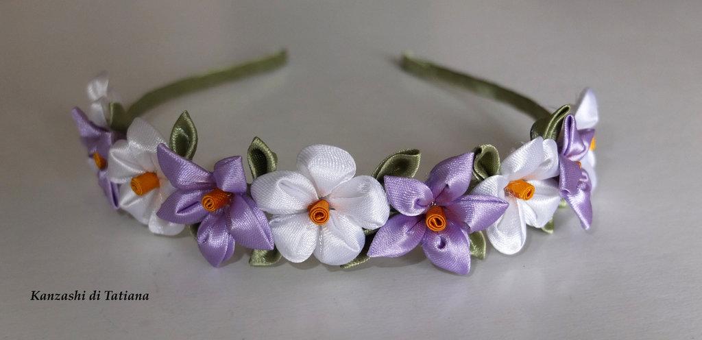 """Cerchietto con fiori kanzashi fatti a mano """"tanti fiori lilla e bianco """"1"""