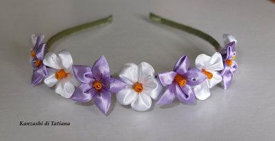 """Cerchietto con fiori kanzashi fatti a mano """"tanti fiori lilla e bianco """"2"""