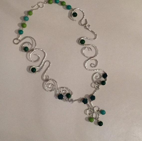 """Collana """"Foresta amazzonica"""", disegno unico, con giada naturale di colore verde"""