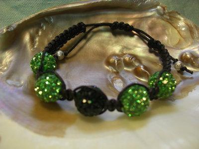 Bracciale shamballa macramè con perle pavè di strass
