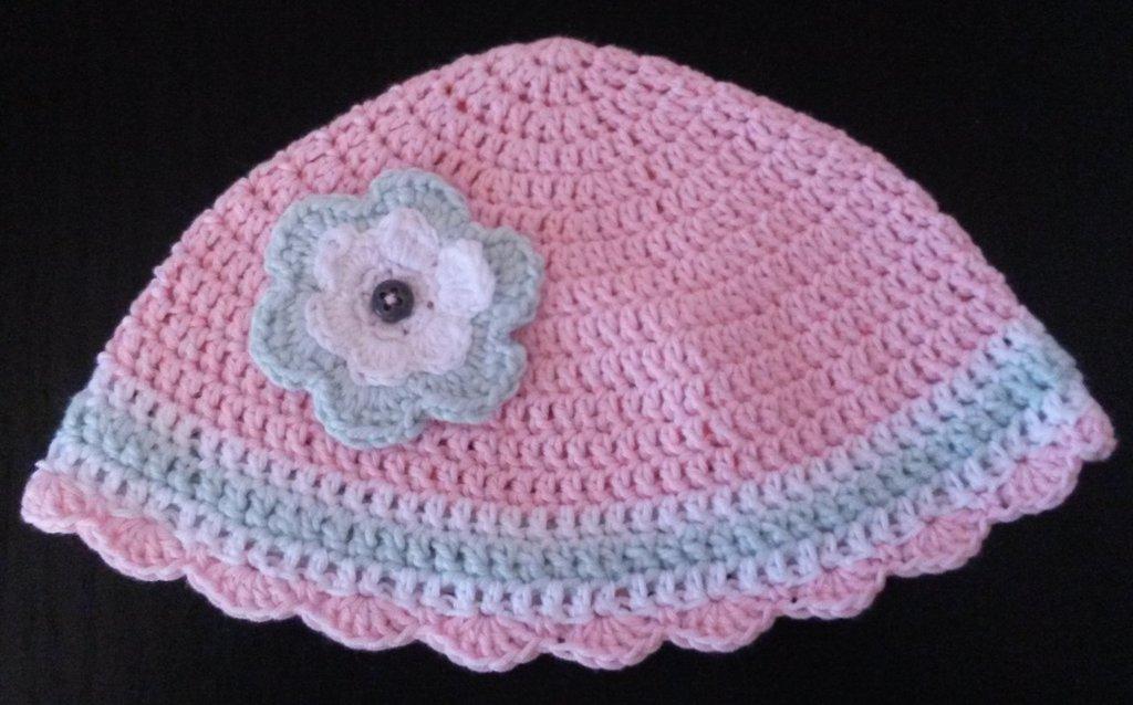 Cappellino rosa bambina a uncinetto
