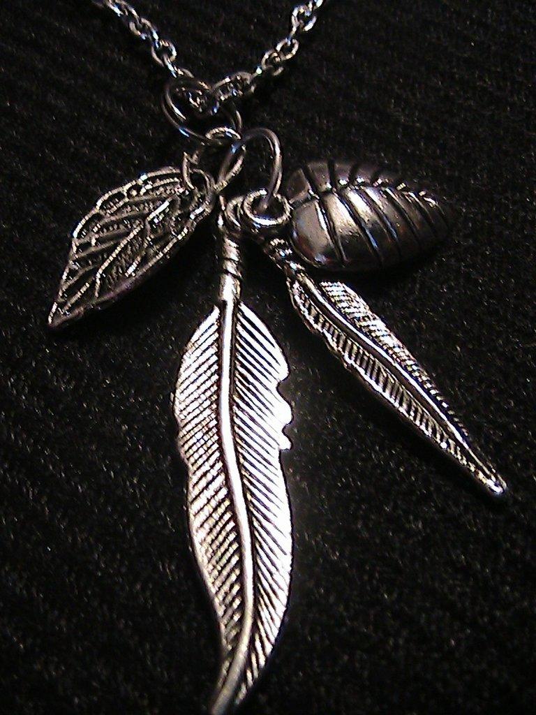 Collana con ciondolo di foglie in argento tibetano