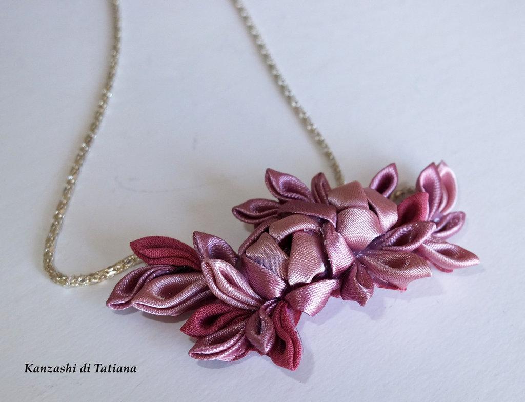 Ciondolo kanzashi fatto a mano colore rosa su catena