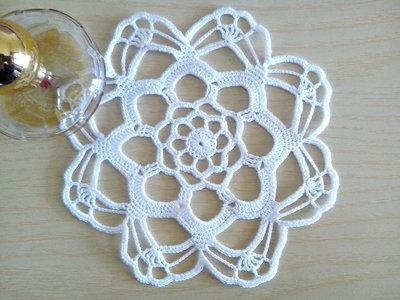 Piccolo Centrino a uncinetto bianco, centrotavola, pizzo, arredamento casa/ Diametro 17 cm/ 6,69 pollici, centro bianco