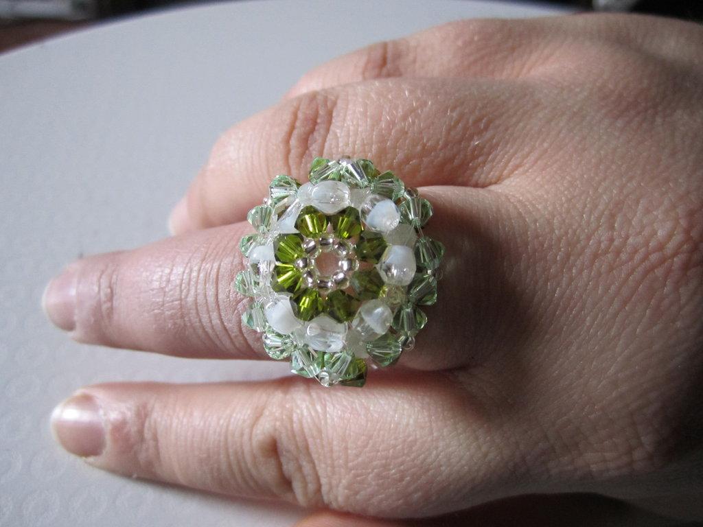 Anello Antico tonalità di verde