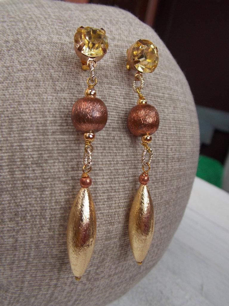 Orecchini oro e bronzo