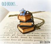 Collana con pendente in pasta polimerica - Vecchi libri - Mod. Blu