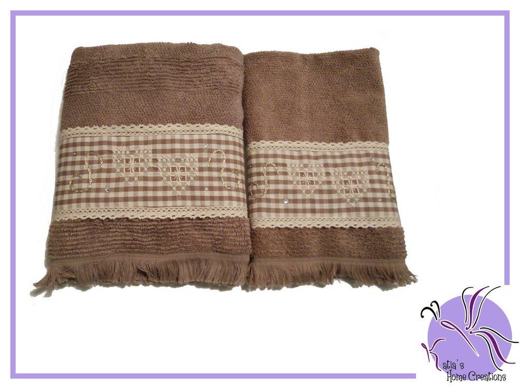 Set Asciugamani Nocciola Ricamati
