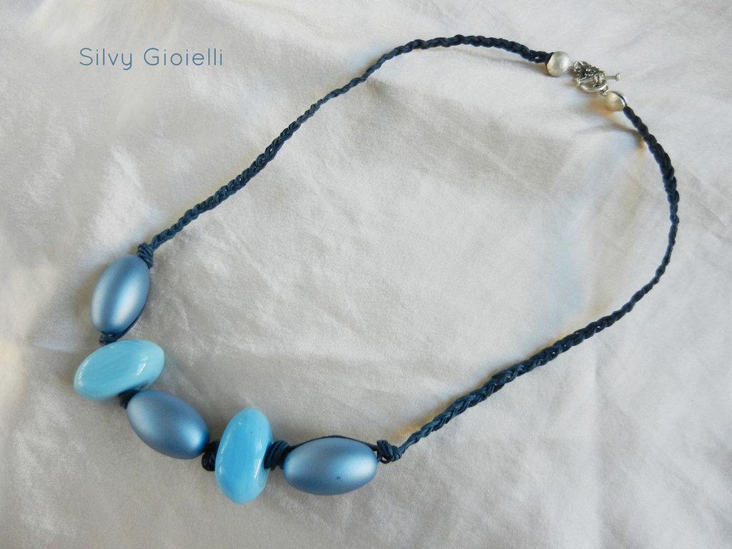 Collana di cotone azzurra