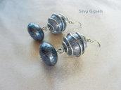 Orecchini con perle azzurre e gabbietta argentata