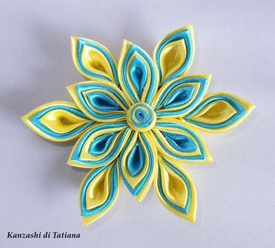 Fiore  kanzashi per capelli colore giallo e azzurro