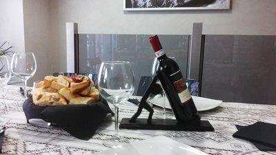 casa espositore  per vino in legno fatto a mano