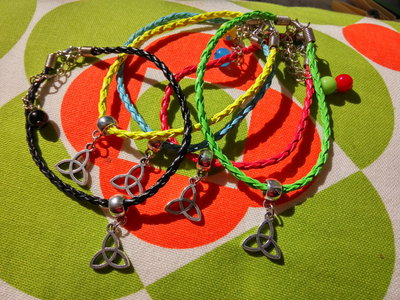 Bracciale Triquetra - colori assortiti