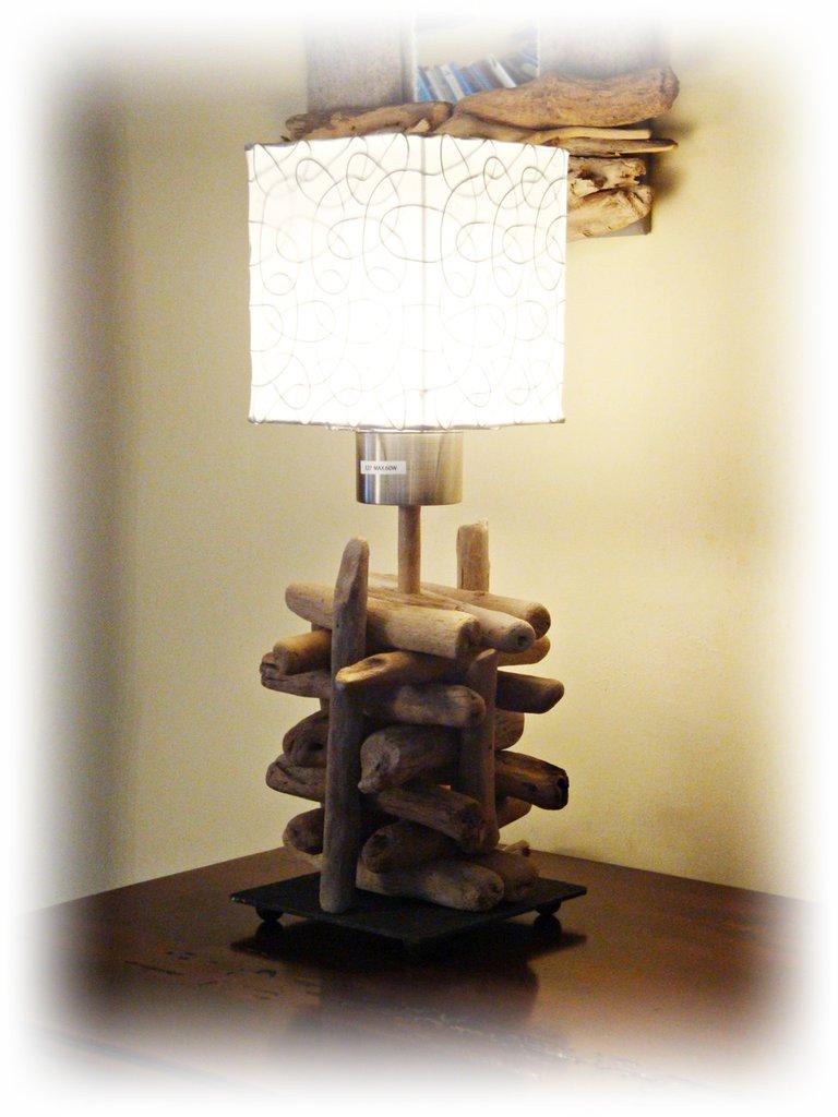 Treillis lampada con legni di mare per la casa e per te for Legni di mare arredamento