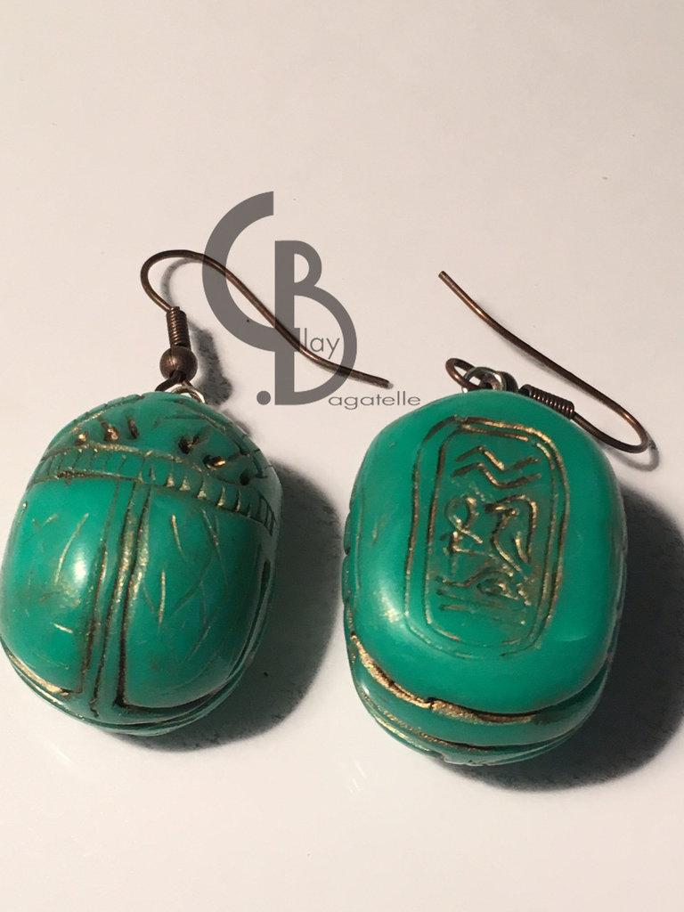 orecchini pendenti a scarebeo, scarabei verdi, stile antico egitto, idea regalo portafortuna, finta pietra dura tipo giada
