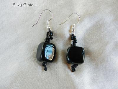 Orecchini di perline nere