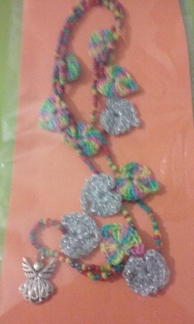 Collana perline colorate con angelo