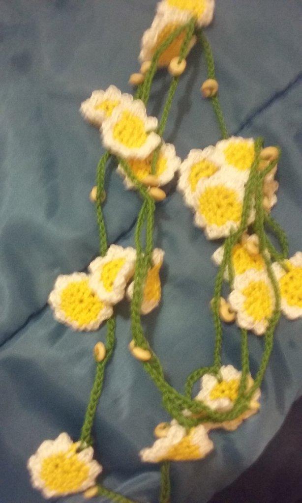 Collana ad uncinetto floreale