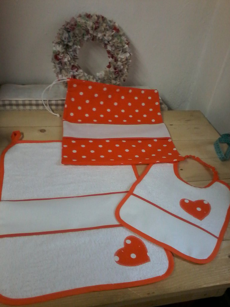 Set asilo arancione