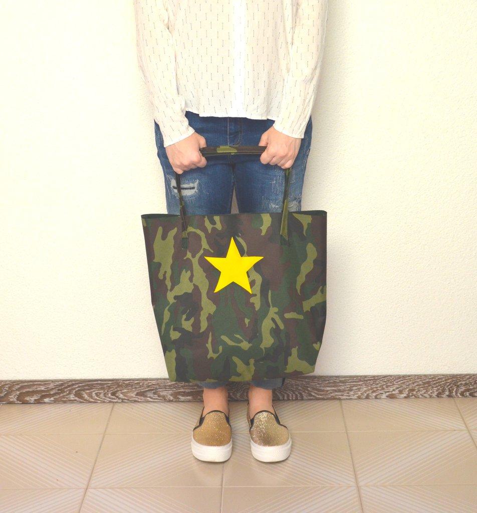 Shopping bag in tessuto da esterni militare con stella in ecopelle