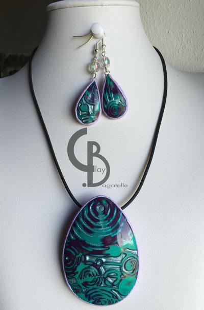 parure collana ciondolo girocollo e orecchini pendenti, viola lilla verde argento, mokume gane, perle vetro iridescenti, lucidato a mano, pezzo unico
