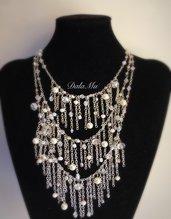 Collana cascata perline e cristalli