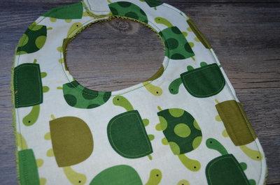 Bavaglino con tartarughe bambini per la pappa di for Oggetti per tartarughe