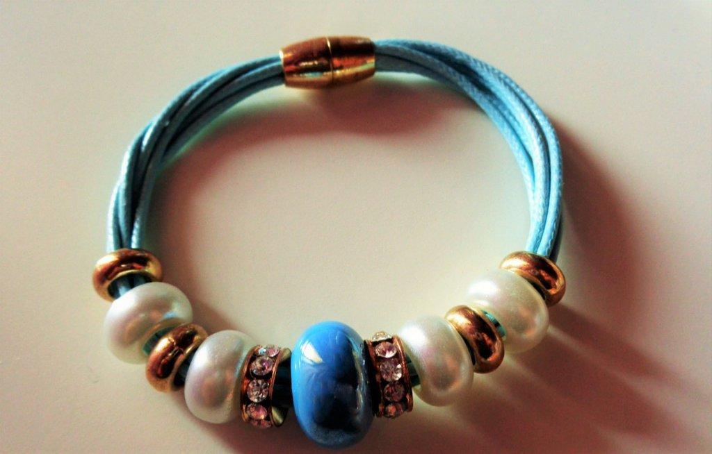 Braccialetto azzurro con perle, nichel free