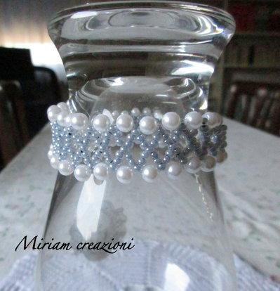 Bracciale wire con perle bianche