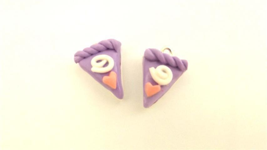 UN CIONDOLO - fetta di torta LILLA e CUORICINO- fimo  per orecchini - braccialetti - collane - charms